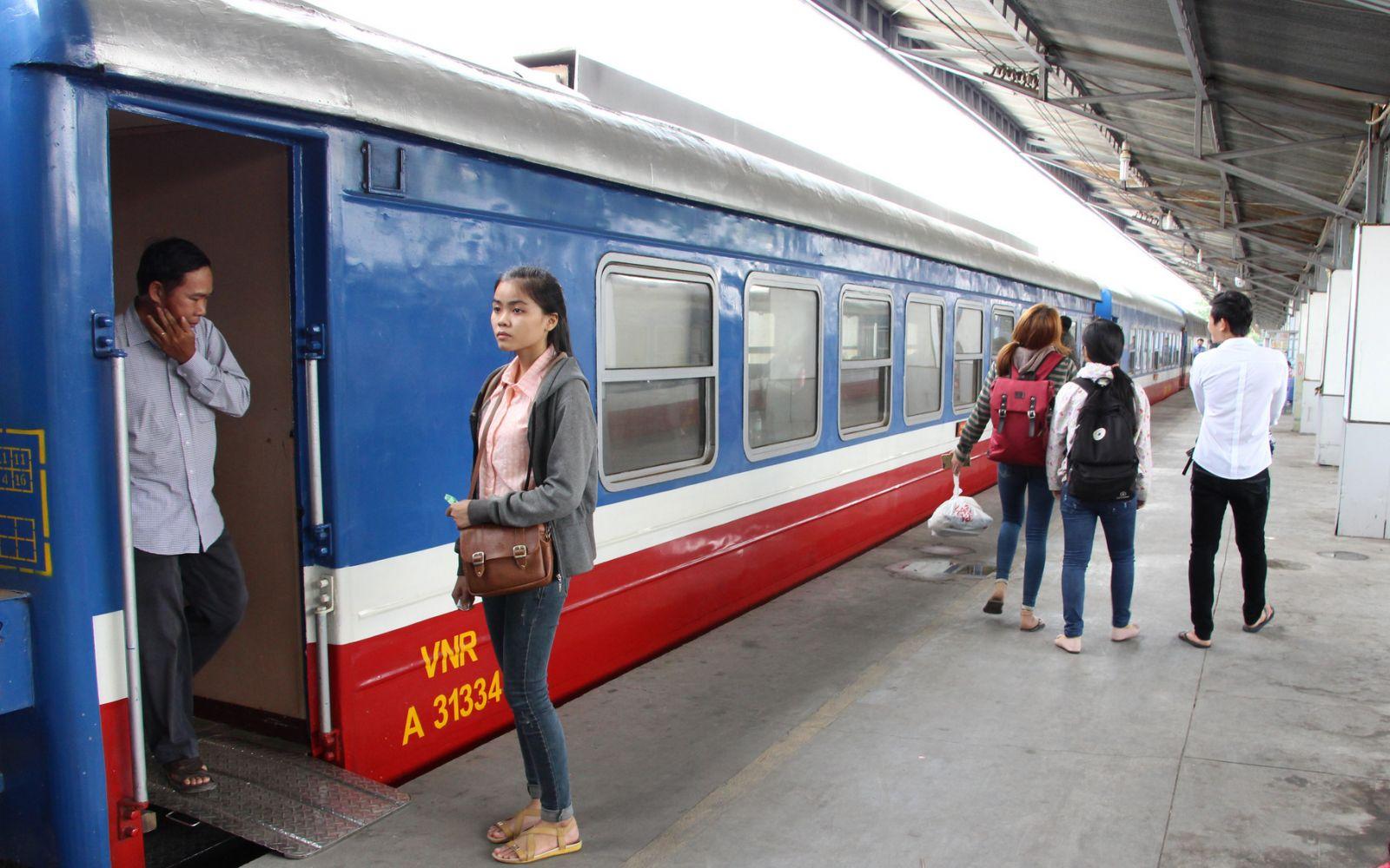 Ngành đường sắt điều chỉnh quy định đổi, trả vé tàu Tết do dịch COVID-19