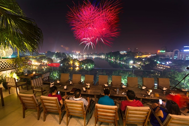 Đón năm mới ngắm pháo hoa địa điểm nào ở Hà Nội thuận tiện nhất?