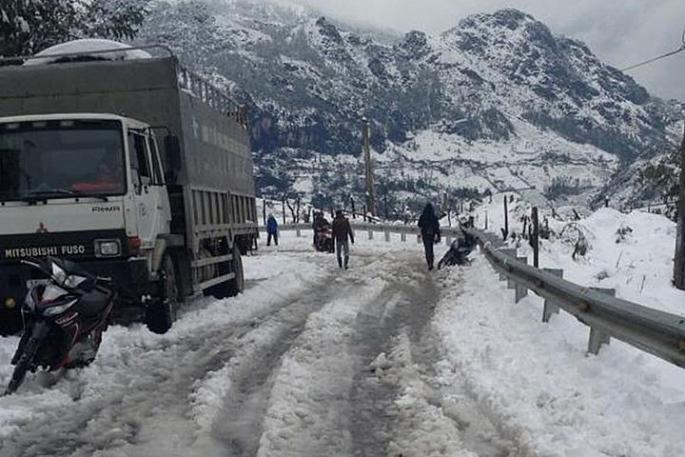 Cục Cảnh sát giao thông khuyến cáo các tài xế khi mặt đường bị đóng băng do mưa rét