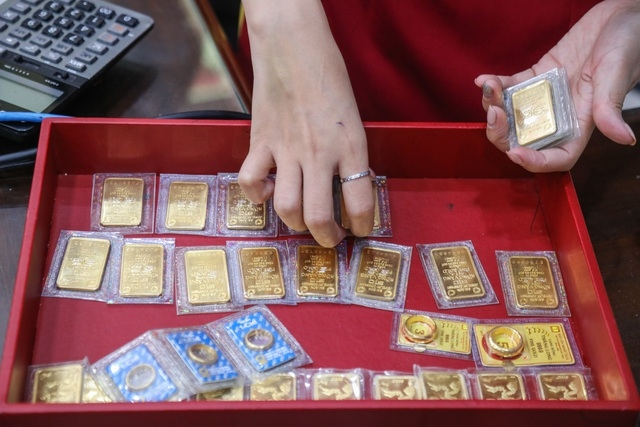 Giá vàng giảm sâu, có nên thu mua chờ ngày vía Thần Tài?