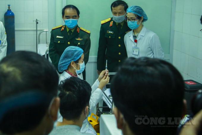 Ngày 18/1, tiến hành tiêm nâng liều vắc xin Nanocovax lên gấp 3 lần