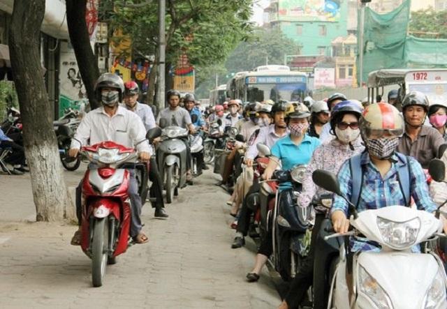Hà Nội: Yêu cầu xử lý nghiêm phương tiện đi trên vỉa hè