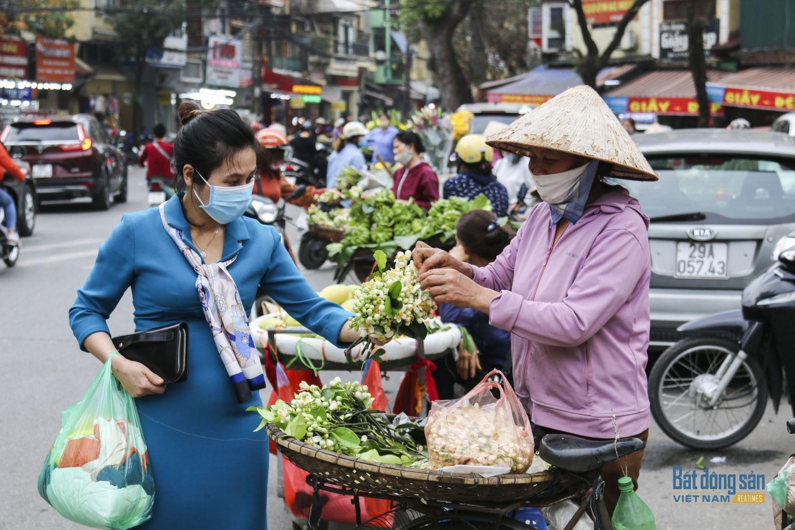 Hàng bán hoa bưởi