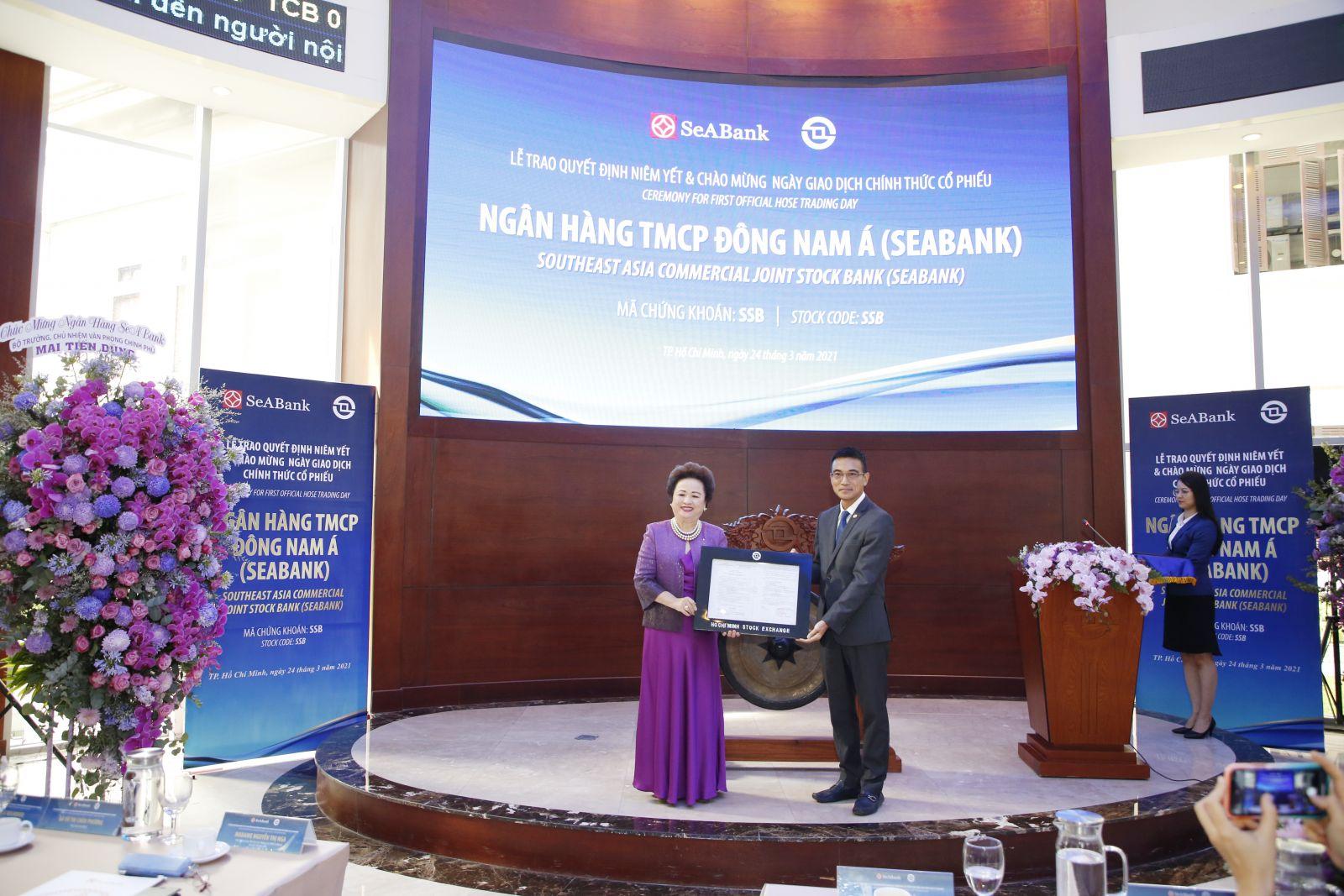 Sáng 24/3, hơn 1,2 tỷ cổ phiếu của Ngân hàng TMCP Đông Nam Á (SeABank) chính thức được niêm yết và giao dịch trên Sở Giao dịch Chứng khoán TP.HCM (HOSE)