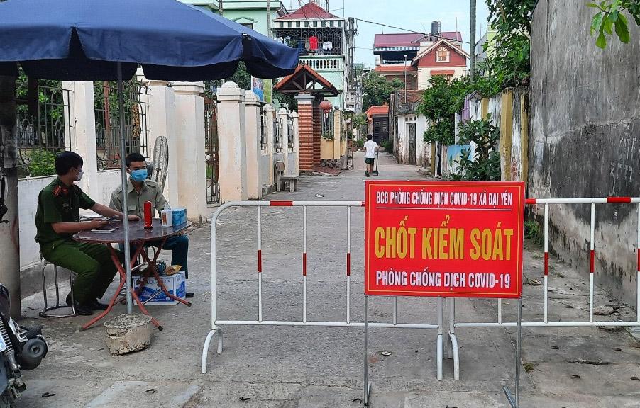Chốt kiểm soát phòng, chống dịch Covid-19 tại xã Đại Yên, huyện Chương Mỹ. (Ảnh: Kim Nhuệ)