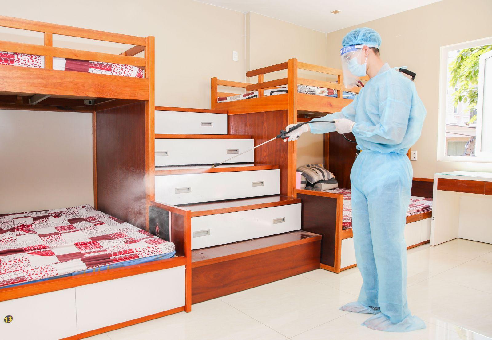Tất cả các khu vực tự chủ động cách ly tập trung đều được khử khuẩn trước khi đón nhân viên.