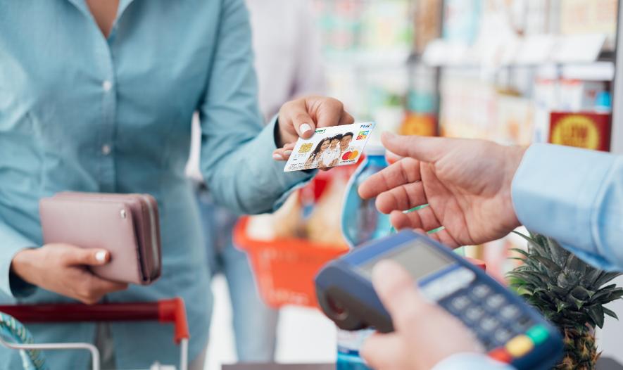 Nắm bắt xu hướng này, các ngân hàng, công ty tài chính đã triển khai nhiều loại thẻ tín dụng nhằm đáp ứng mọi nhu cầu của khách hàng.