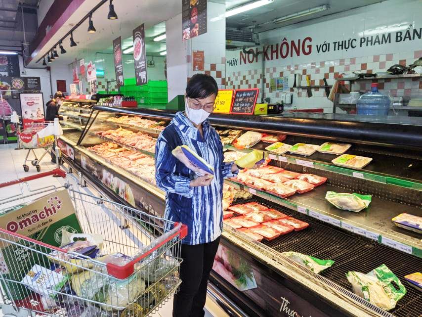 người dân đổ xô mua thịt lợn sach