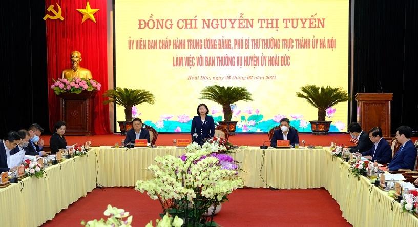 Phó Bí thư Thường trực Thành ủy Hà Nội Nguyễn Thị Tuyến làm việc với huyện Hoài Đức, ngày 25/2/2021. (Ảnh: Phạm Hùng)