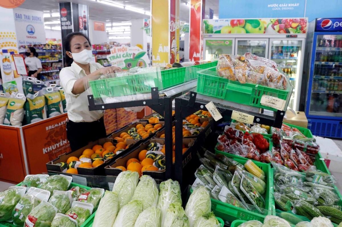 Hàng hóa đa dạng với mức giá không đổi khiến người tiêu dùng không còn tâm lý tích trữ lương thực, thực phẩm trong thời gian Hà Nội đang thực hiện giãn cách xã hội