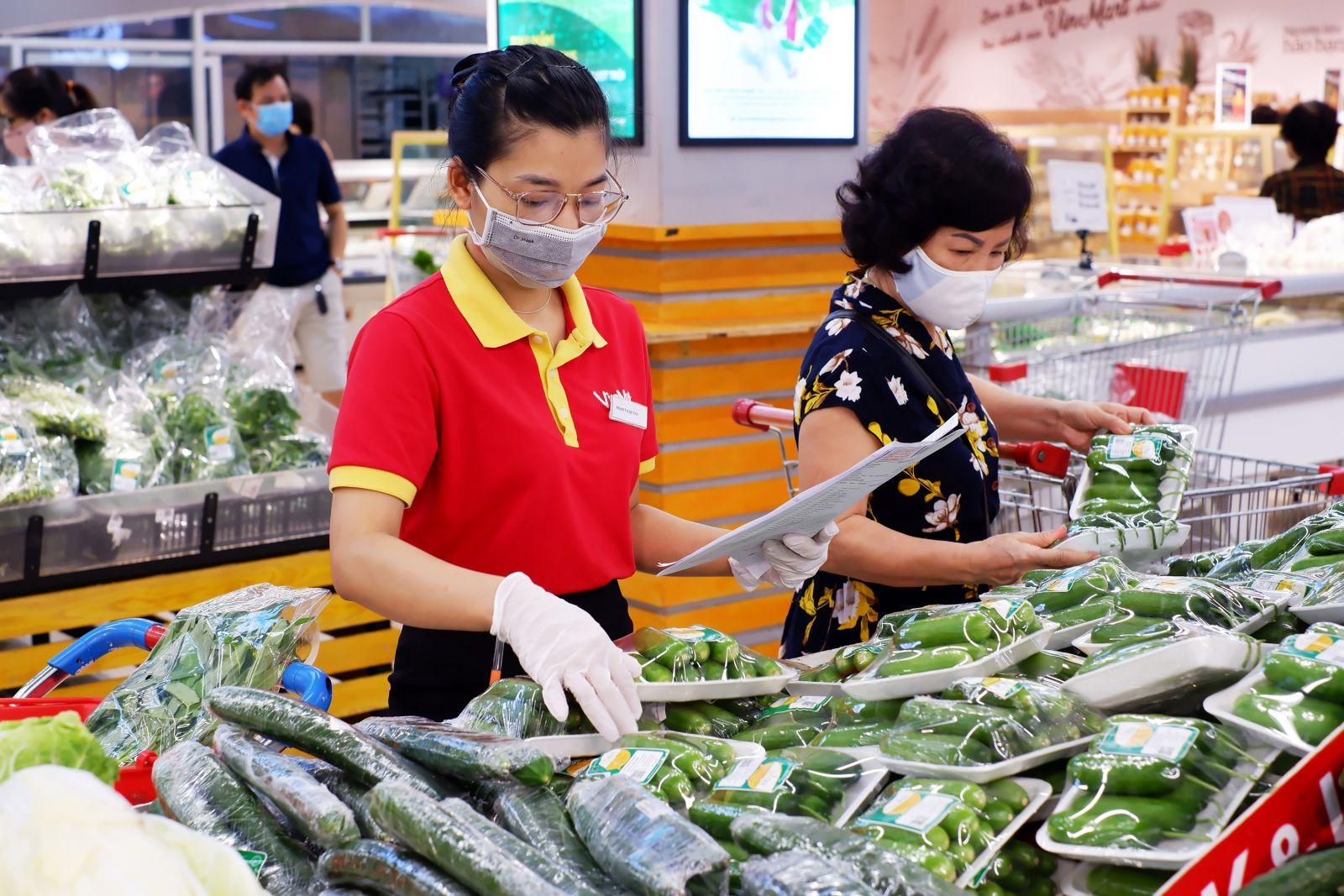 Hàng hóa tươi ngon phục vụ người tiêu dùng tại VinMart.