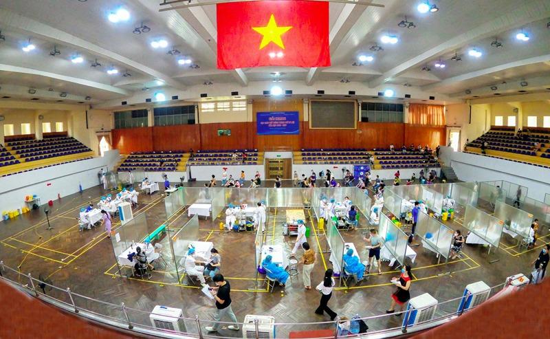 Cùng với chiến dịch thần tốc tiêm vaccine, thành phố đã cơ bản kiểm soát được dịch bệnh, tập trung phục hồi phát triển kinh tế. Ảnh: Huy Nguyễn