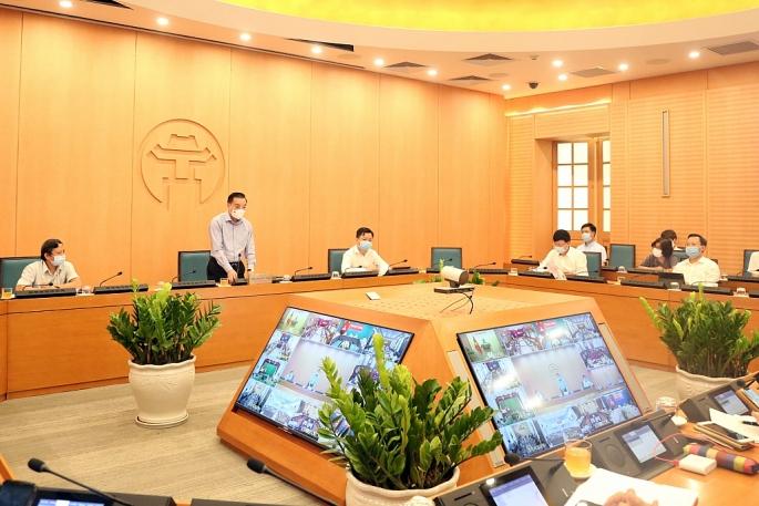Chủ tịch UBND Thành phố Hà Nội Chu Ngọc Anh báo cáo tại đầu cầu Hà Nội chiều 7-5 (ảnh P.K)