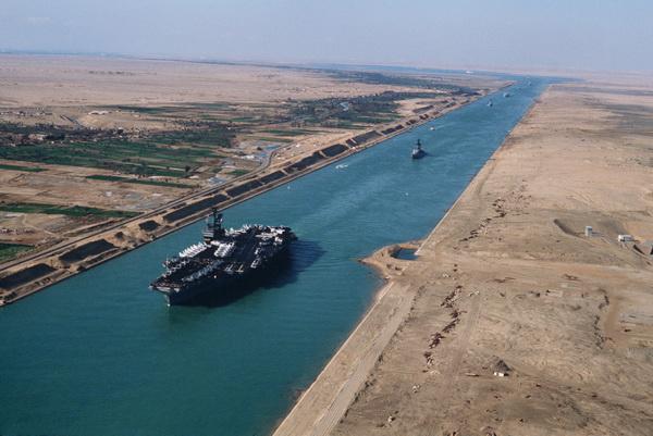 Kênh đào Suez đã hoạt động trở lại