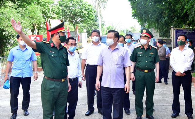 Bí thư Thành ủy Đinh Tiến Dũng kiểm tra công tác phòng, chống dịch Covid-19 tại huyện Thạch Thất
