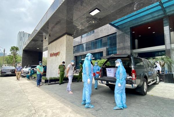 Hà Nội phong toả tạm thời và phun khử khuẩn tòa nhà The Legacy tại 106 Ngụy Như Kon Tum