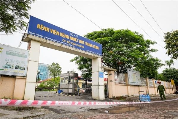 Bệnh viện Bệnh Nhiệt đới Trung ương, ngày 5/5, thông báo dừng tiếp nhận bệnh nhân và xét nghiệm toàn bộ nhân viên bệnh viện