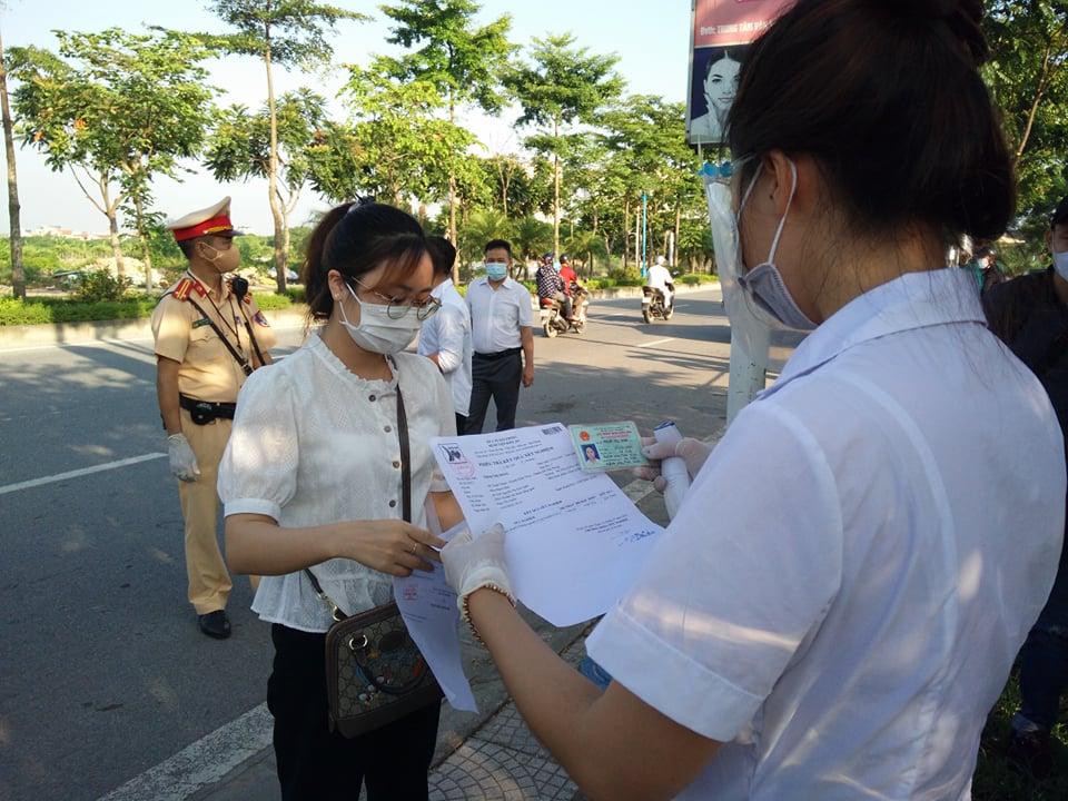 Chốt trực tại đường Cổ Linh, quận Long Biên.