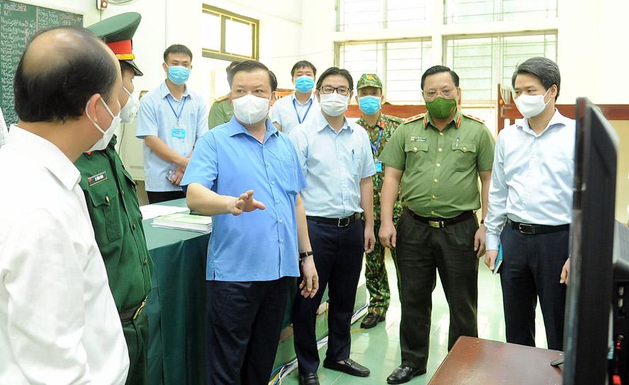 Bí thư Thành ủy Hà Nội Đinh Tiến Dũng kiểm tra công tác phòng, chống dịch Covid-19 tại Trung tâm Giáo dục quốc phòng - an ninh (Trường Đại học Sư phạm thể dục thể thao Hà Nội).