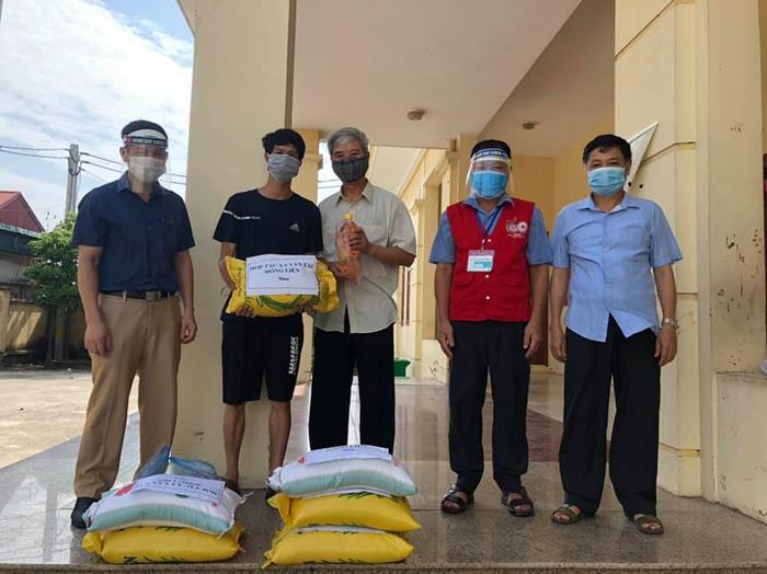 Hỗ trợ kịp thời nhóm 31 người mắc kẹt tại xã Nhị Khê, huyện Thường Tín