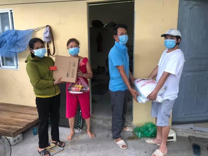 6 nhóm thợ xây trọ tại xã Văn Bình, Thường Tín được hỗ trợ thông qua kênh hotline của chương trình