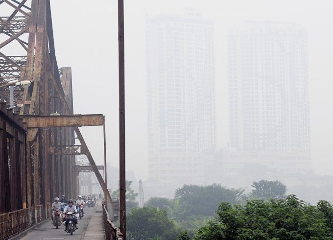 Khu vực Hà Nội ngày 29/4 có lúc có mưa rào và dông. Trong mưa dông có khả năng xảy ra lốc, sét và gió giật mạnh.