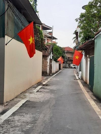 Nhiều tuyến đường của xã Phương Đình, huyện Đan Phượng vắng hẳn bóng người sau khi triển khai mô hình Gia đình an toàn Covid-19