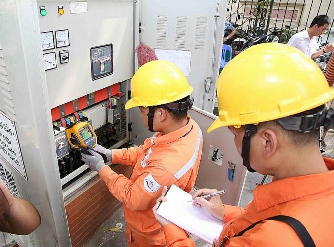 Người dân sử dụng điện sinh hoạt tại các địa phương giãn cách sẽ được giảm tiền điện từ 10% - 15%/tháng.