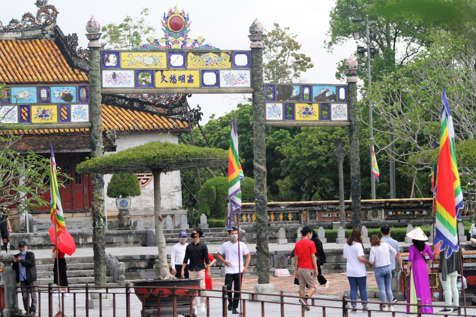 Với việc giảm 50% mức phí và khống chế được dịch bệnh Covid-19, từ đây đến hết năm 2021 tỉnh Thừa Thiên – Huế kỳ vọng sẽ thu hút khách nội địa đến với quần thể di tích cố đô Huế