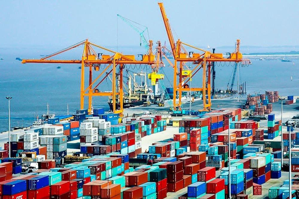 Hàng container qua cảng biển Việt Nam tăng 22%