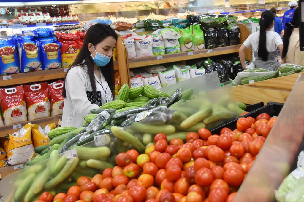 Tổng mức bán lẻ hàng hóa và doanh thu dịch vụ tiêu dùng tháng 7 giảm mạnh