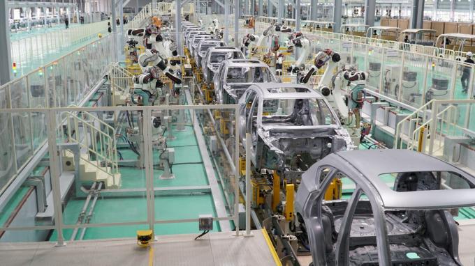 Bộ Tài chính vừa đề xuất Chính phủ tiếp tục miễn thuế nhập cho xe trong nước