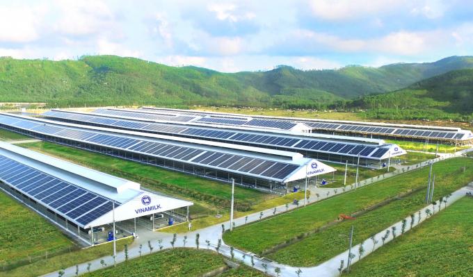 Năng lượng mặt trời đã được Vinamilk triển khai áp dụng trên tất cả trang trại cả nước, dự kiến hoàn thành vào cuối 2021.