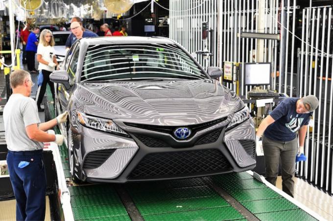 Toyota (TM), nhà sản xuất ô tô lớn nhất thế giới tính theo doanh số bán xe, thông báo ngừng hoạt động tại 14 nhà máy Nhật Bản vào tháng 9 tới do tác động của Covid đối với các nhà cung cấp.