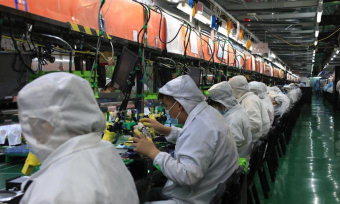 Các nhà máy Foxconn tại Trung Quốc hiện đang chật vật đối mặt với tình trạng thiếu hụt nhân công.
