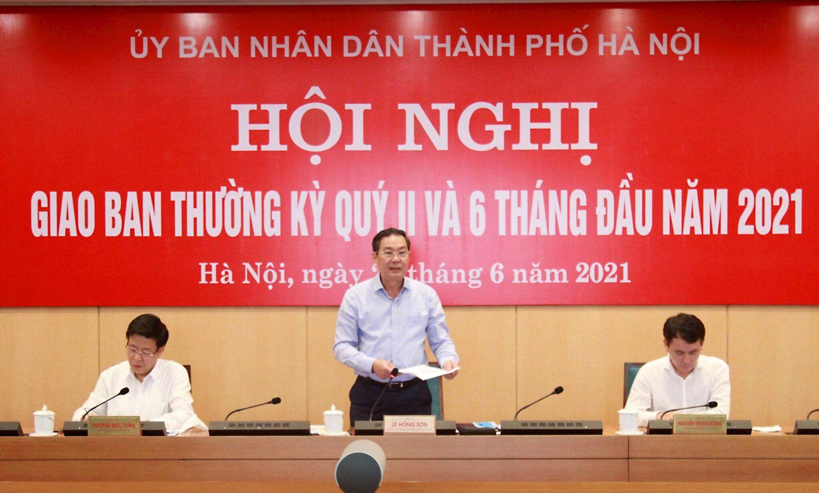Phó Chủ tịch UBND TP. Hà Nội Lê Hồng Sơn phát biểu tại hội nghị.