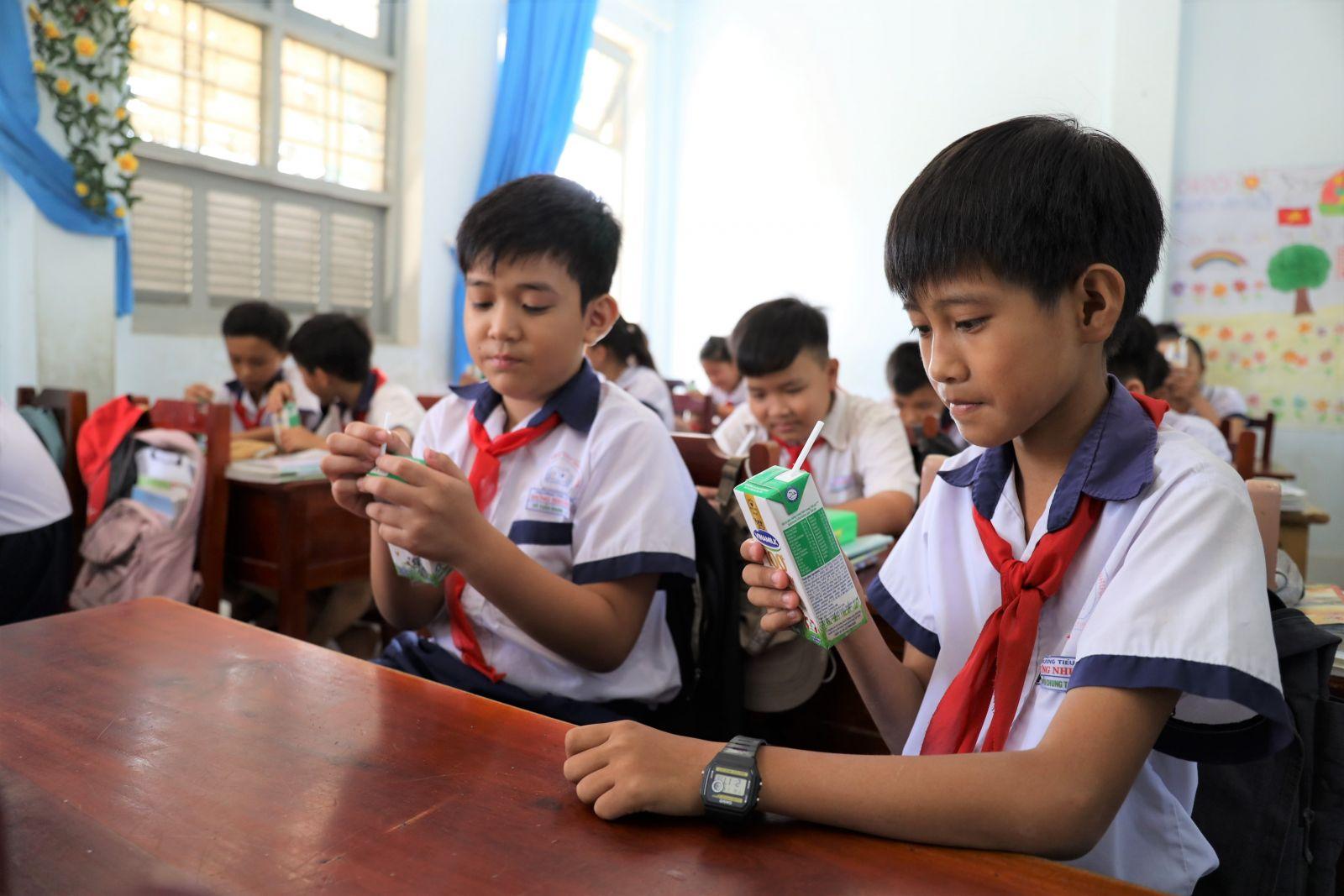 Chương trình Sữa học đường đã góp phần cải thiện chiều cao và cân nặng  cho các em học sinh tại Bến Tre