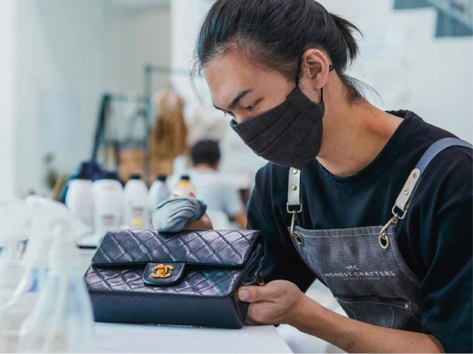 Nhiều túi xách đem đến bảo hành là từ các thương hiệu lớn như Chanel, Gucci, Prada,…