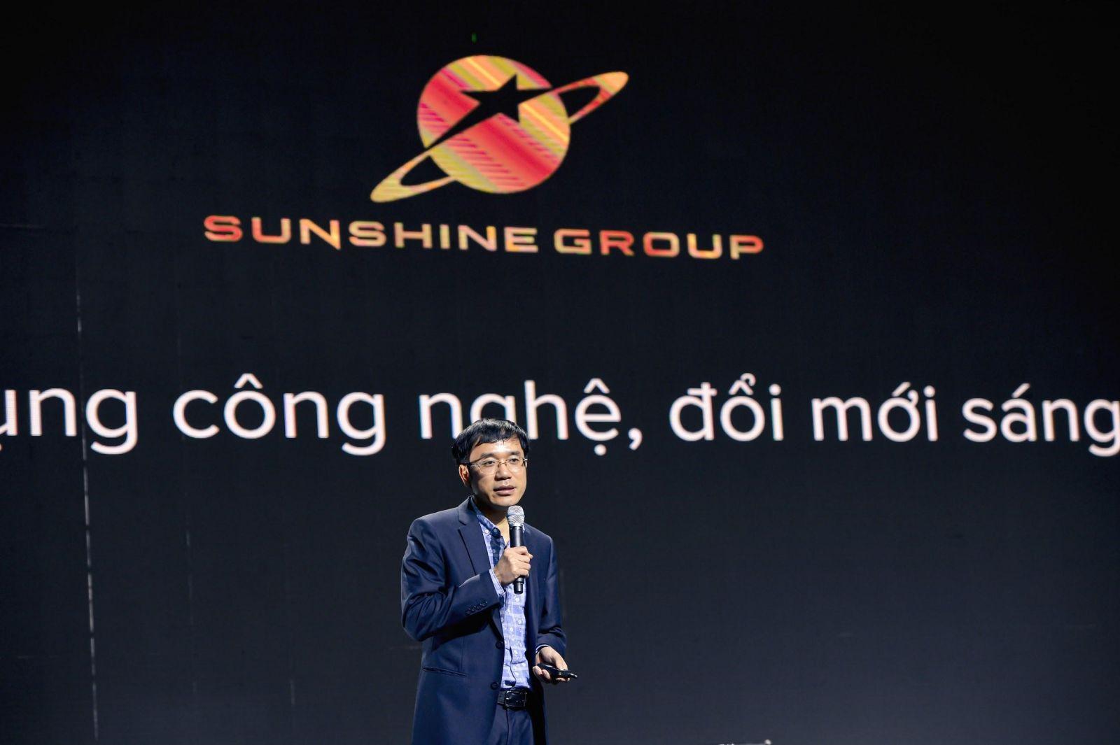 Ông Nguyễn Văn Minh - Phó Tổng Giám đốc Công nghệ của Sunshine Group giới thiệu các giải pháp công nghệ tại sự kiện