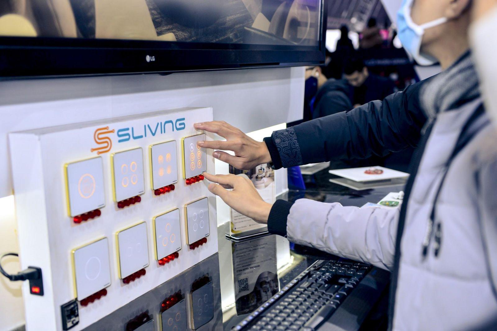 Các sản phẩm Sliving IoT của Sunshine Group thu hút sự chú ý của đông đảo khách tham gia triển lãm