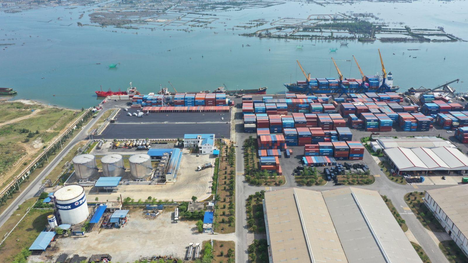 Bãi container thường và container lạnh, diện tích: 75.500 m2