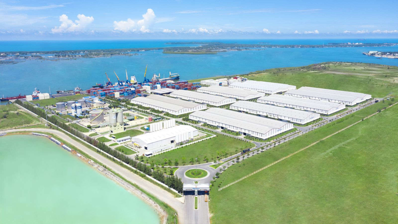 Cảng Chu Lai được đưa vào hoạt động vào tháng 5/2012, diện tích 140ha, công suất 4 triệu tấn/năm