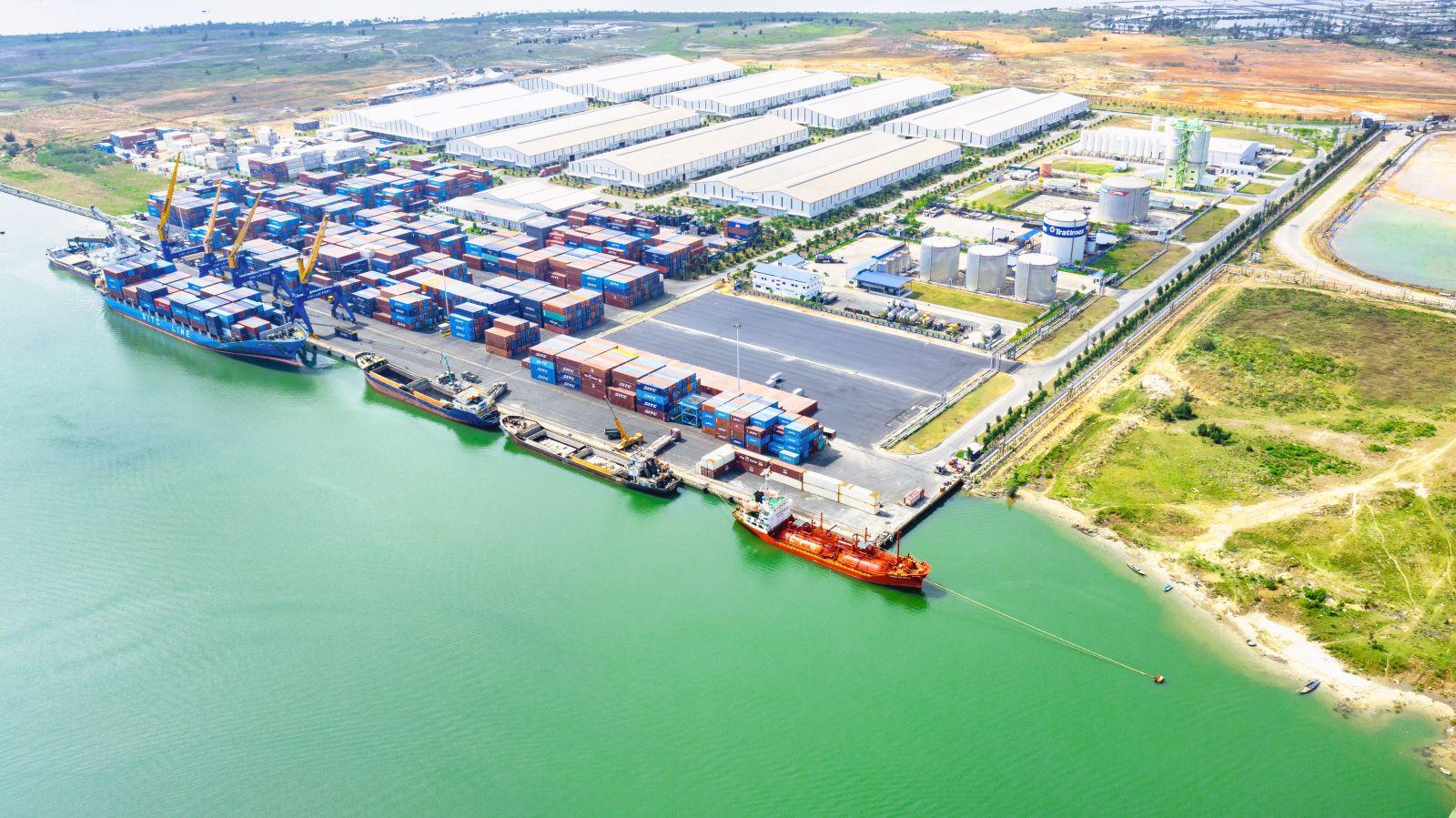 Bãi cảng được mở rộng có diện tích 13.104 m2 về phía thượng lưu.
