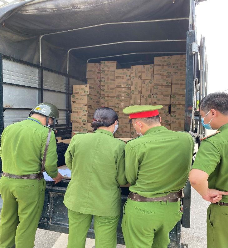 Bàn giao vụ việc cho đội Cảnh sát kinh tế Công an quận Bắc Từ Liêm