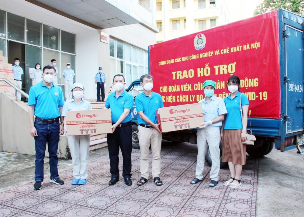 Công đoàn các Khu Công nghiệp và Chế xuất Hà Nội trao quà cho công nhân lao động Nhà máy 1, nhóm công nhân lao động tại Nhà máy 3, Công ty Trách nhiệm hữu hạn Linh kiện điện tử SEI Việt Nam