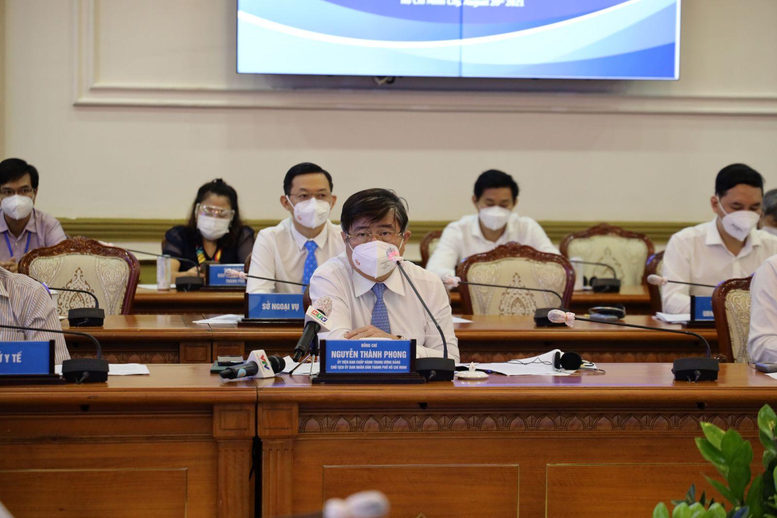 Chủ tịch UBND TP.HCM Nguyễn Thành Phong phát biểu hội nghị.