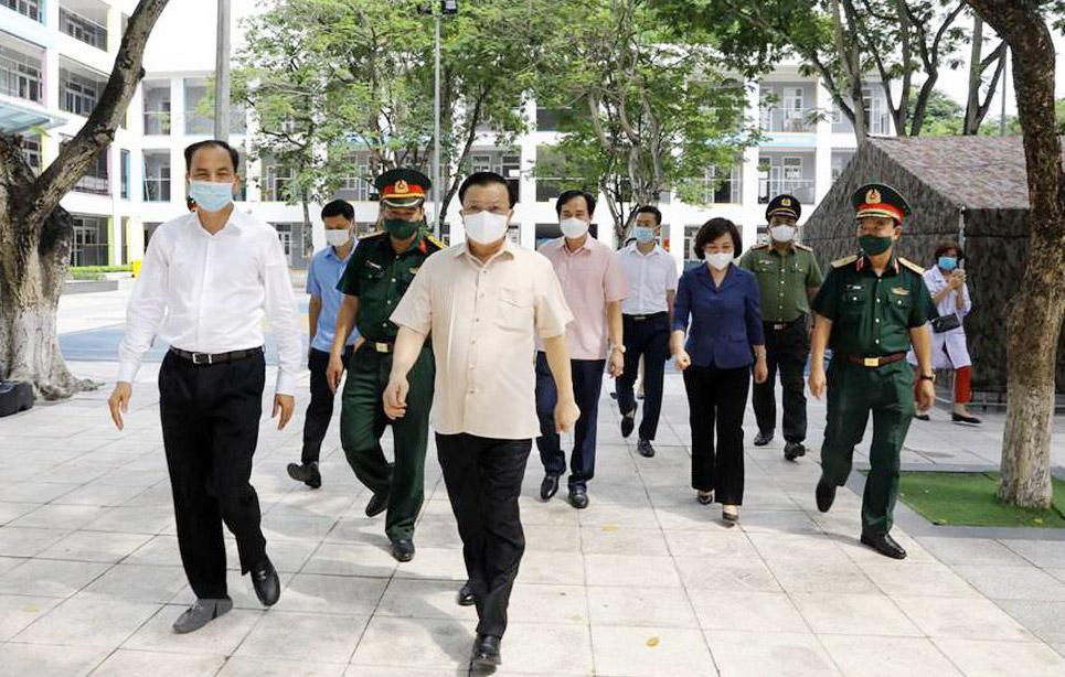 Bí thư Thành ủy Hà Nội Đinh Tiến Dũng kiểm tra công tác phòng, chống dịch Covid-19 tại địa bàn quận Tây Hồ.