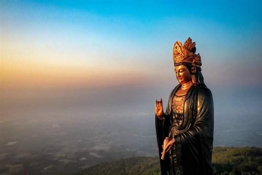 Tượng Phật Bà Tây Bổ Đà Sơn trên đỉnh núi Bà Đen