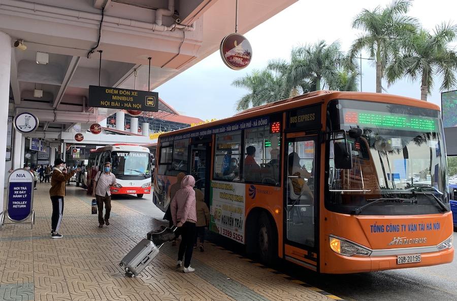 Các tuyến buýt kết nối trung tâm Hà Nội tới sân bay Nội Bài phục vụ tốt nhu cầu đi lại của người dân. Ảnh: Tuấn Lương