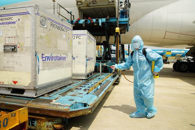 Tạo điều kiện cho các chuyến bay vận chuyển vaccine phòng COVID-19